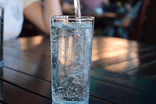 Karbonisiertes Wasser - Gase Partner